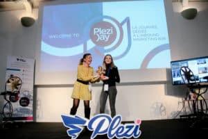 remise du mitch d'or à l'entreprise Wizaplace client de Plezi lors du Plezi Day 2019