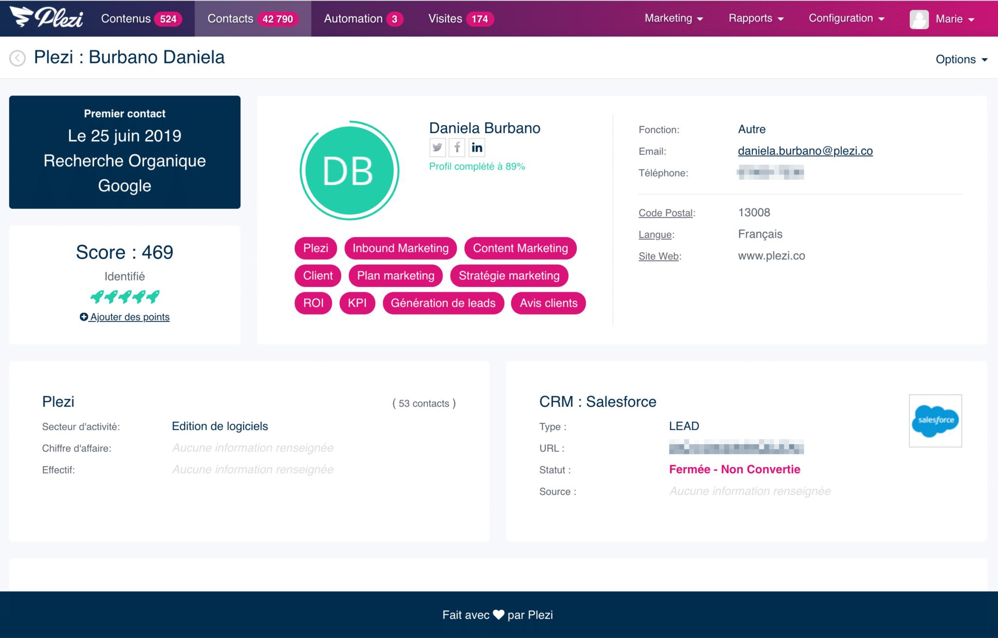 Vue d'une fiche contact dans Plezi présentant les informations sur un prospect: intérêts, visites, contenus consommés et maturité
